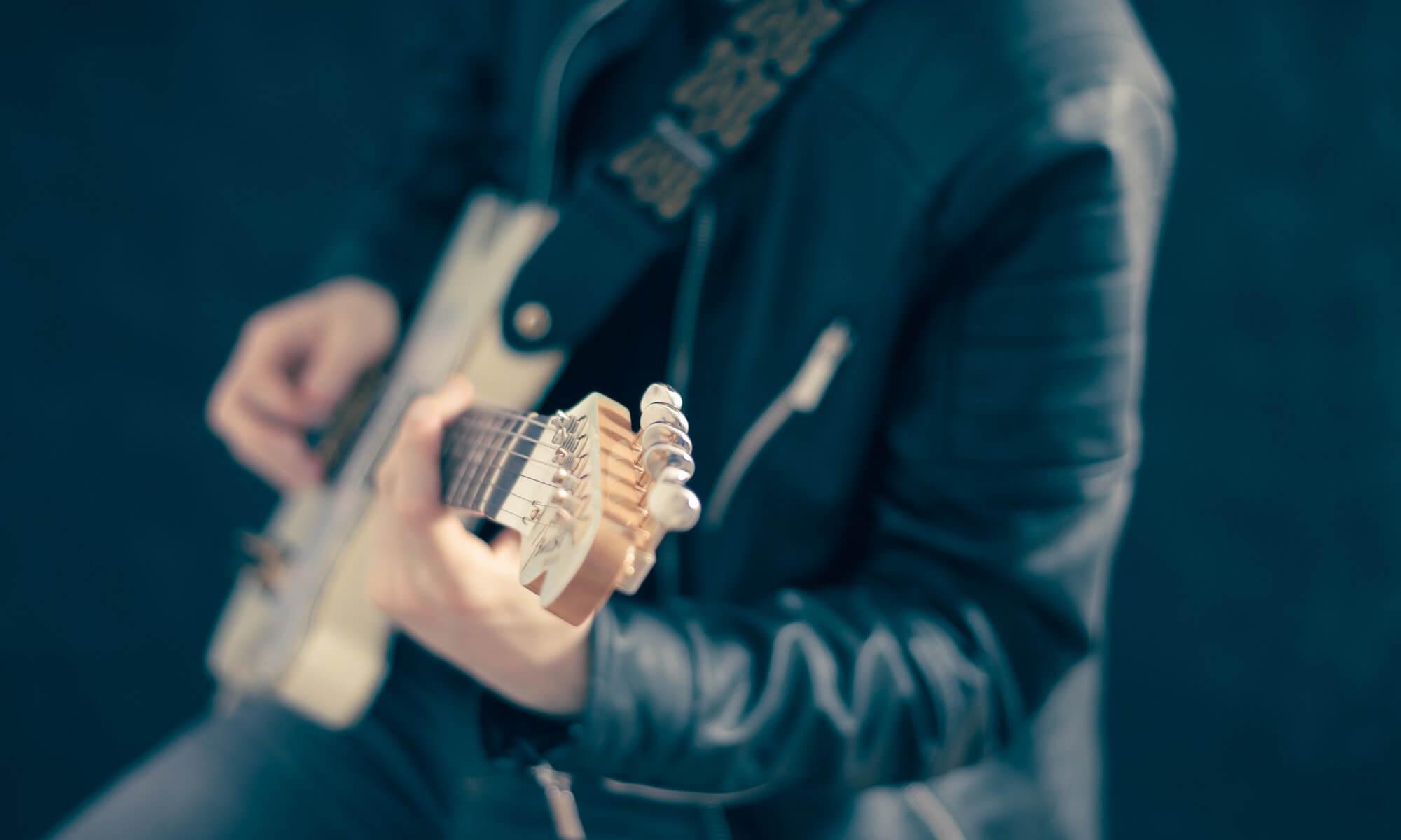 エレキギターの種類 - エレキギター 2000x1200 - エレキギターの種類